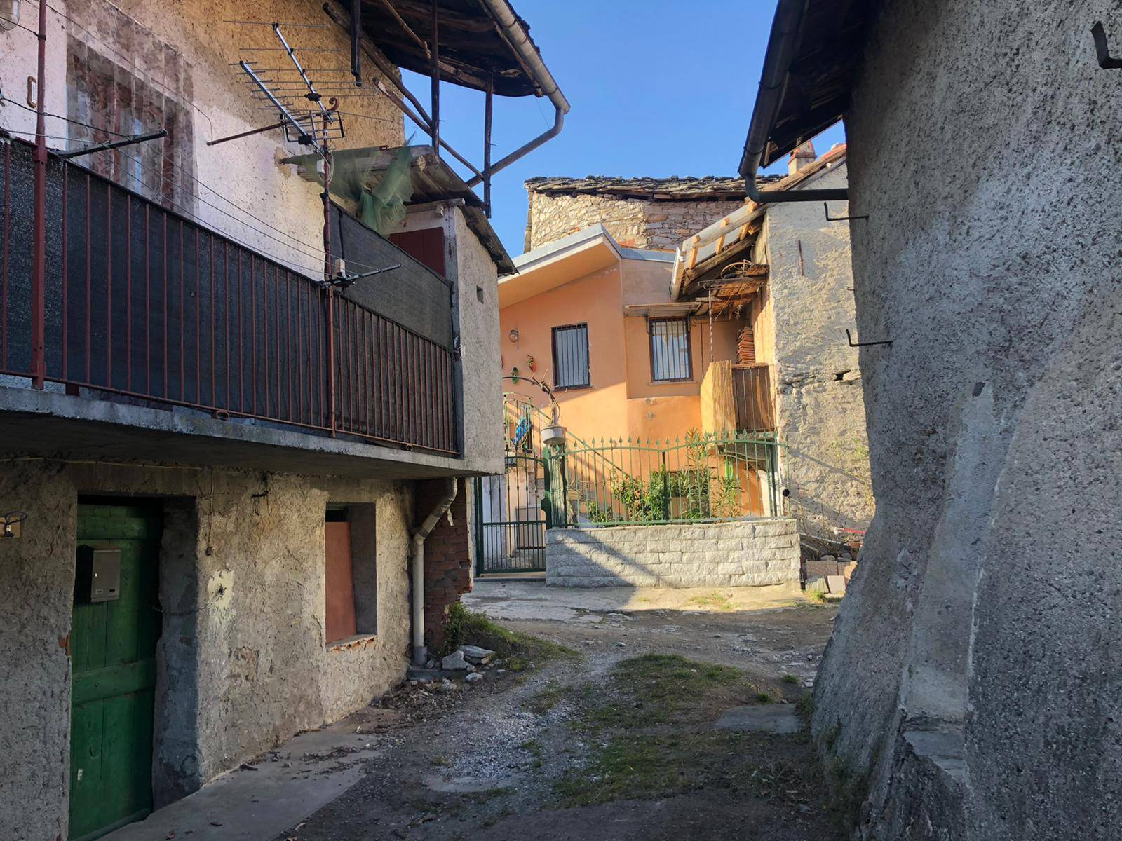 Villar Focchiardo (TO): Casa Semindipendente centrale con cortile
