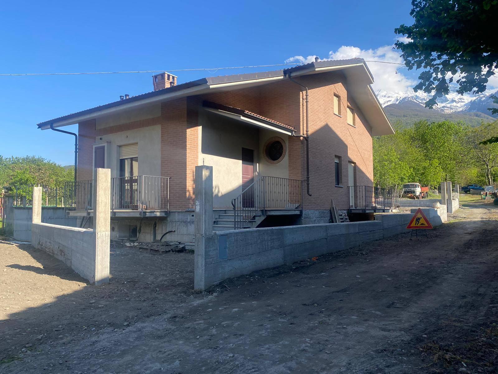 Susa (TO): Villa singola recente costruzione con giardino