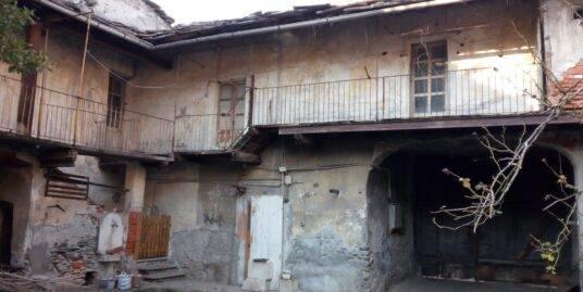Bussoleno (TO): casa di corte nel centro storico
