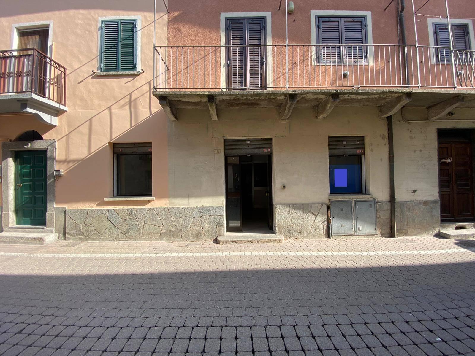 Borgone Susa (TO): negozio in centro