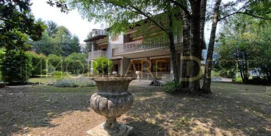 Villar Focchiardo (TO): villa con parco
